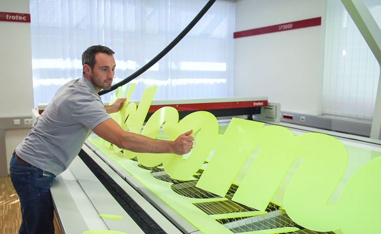 laser-cutting-acrylic-signs-with-the-sp3000-928